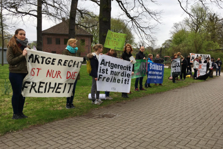 450x300-demo-animal-rights-watch-elefantenhaltung-erlebnis-zoo-hannover